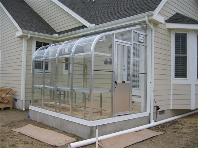 Greenhouses, conservatories & solariums
